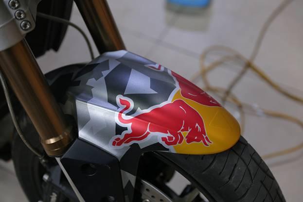 Tem xe nha vo dich Red Bull nong hung huc trong gioi biker Viet Nam - 11