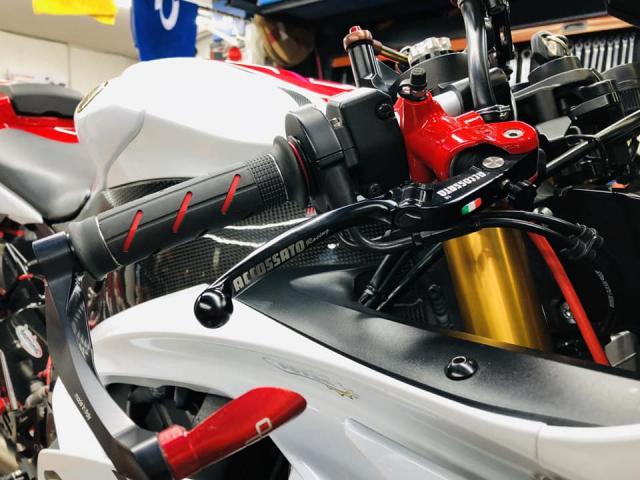 Yamaha R6 hoi sinh mot huyen thoai da bi lang quen - 4