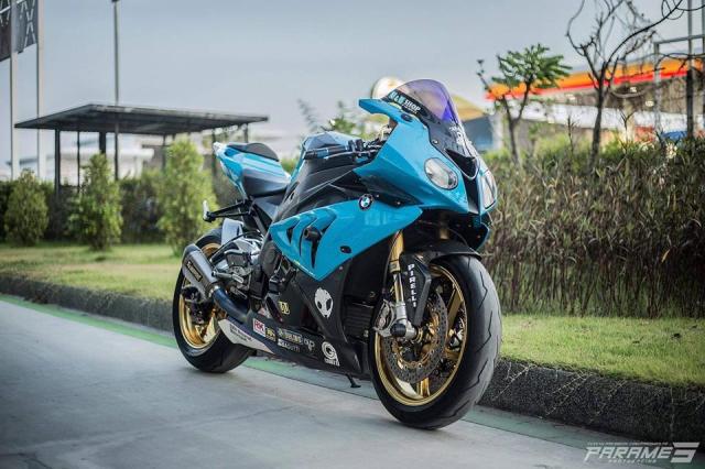 BMW S1000RR the he dau tao dang chuyen nghiep tren duong pho Thailand - 3