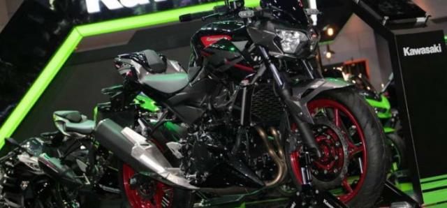 Can canh chi tiet Kawasaki Z400 SE phien ban dac biet co gia 138 trieu VND