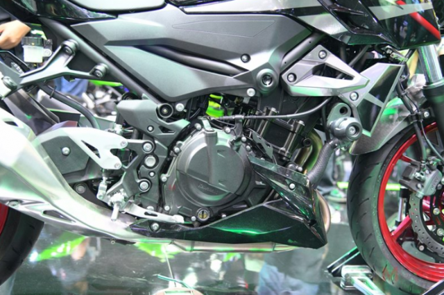 Can canh chi tiet Kawasaki Z400 SE phien ban dac biet co gia 138 trieu VND - 9