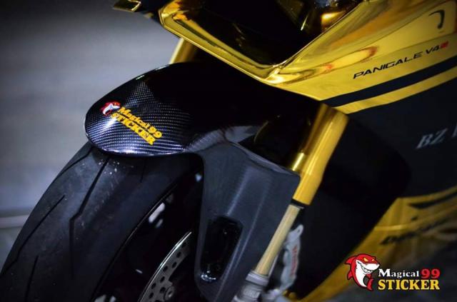 Ducati Panigale V4S do sieu long nguoi ham mo voi phu kien tem dau Sticker doc dao - 4