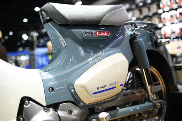 Honda Super Cub 125 Monkey ra mat phien ban gioi han so huu option do choi KHUNG - 5
