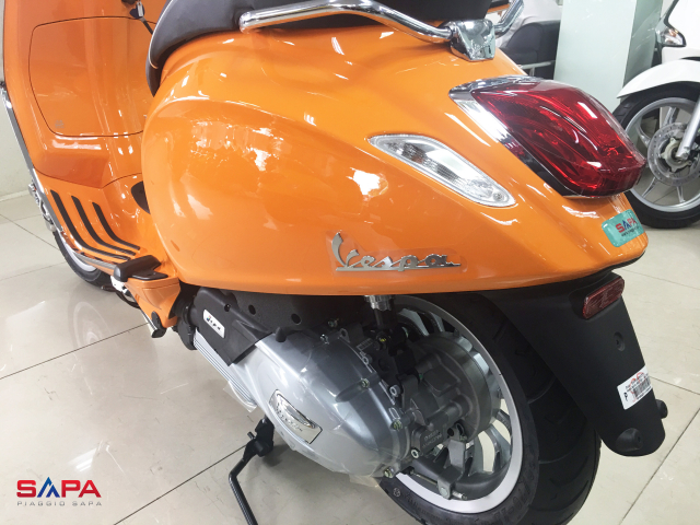 Vespa Sprint Cam dac quyen cho Nang tran day nhiet huyet - 3