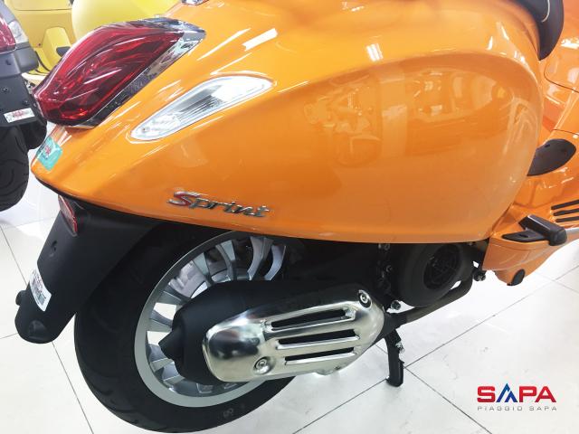 Vespa Sprint Cam dac quyen cho Nang tran day nhiet huyet - 5