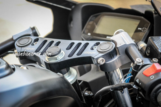 Suzuki GSX R150 voi option do choi chinh hang SARP tai thi truong Indo