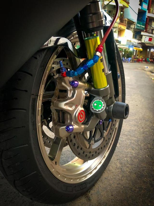 Yamaha R1 do Su tro lai cua huyen thoai bat bai tren duong pho Viet - 12