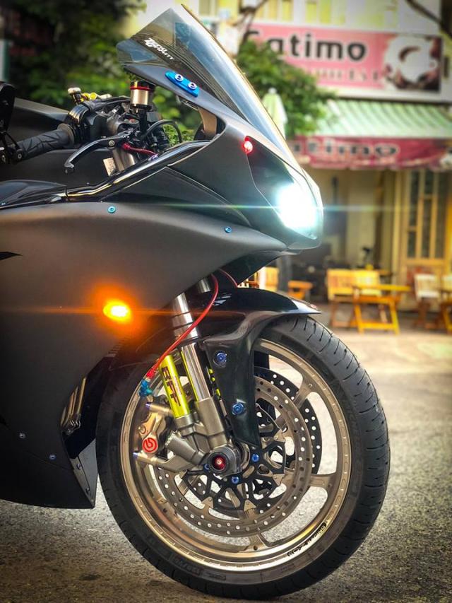 Yamaha R1 do Su tro lai cua huyen thoai bat bai tren duong pho Viet - 14