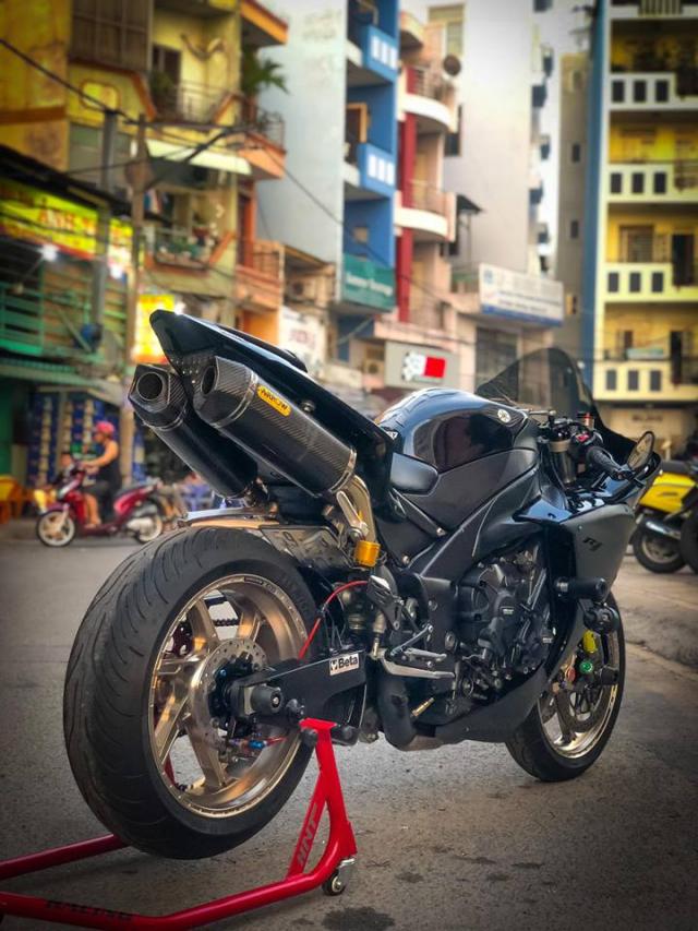 Yamaha R1 do Su tro lai cua huyen thoai bat bai tren duong pho Viet - 20