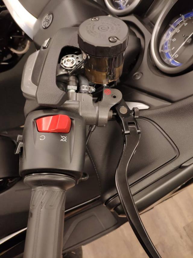 Yamaha TMax530 do hoanh trang voi dan chan hang hieu - 4