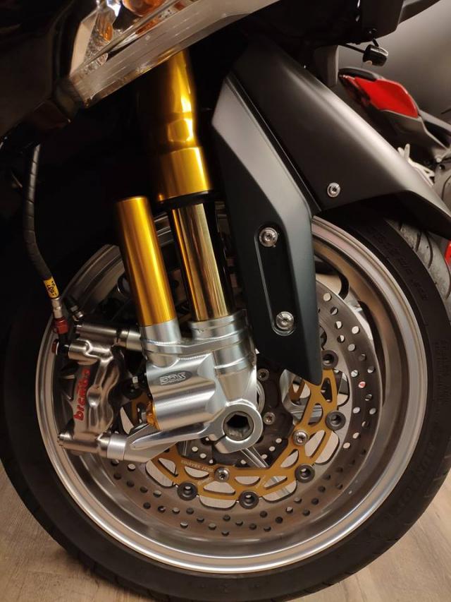 Yamaha TMax530 do hoanh trang voi dan chan hang hieu - 6