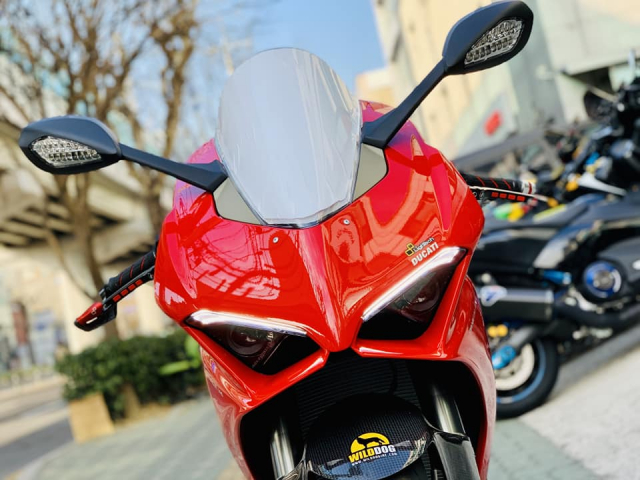 Ducati V4 Panigale ve dep bat chap tu nha tai tro Lightech
