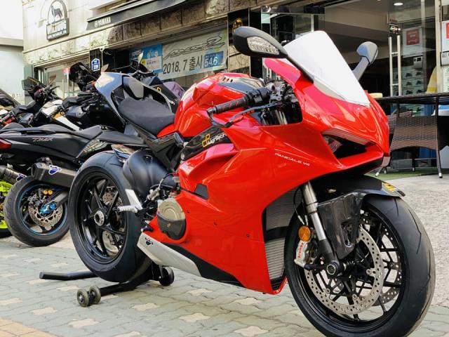 Ducati V4 Panigale ve dep bat chap tu nha tai tro Lightech - 18