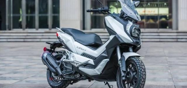 Lifan LF150T ban sao cua Honda XADV vua duoc gioi thieu tai Trung Quoc