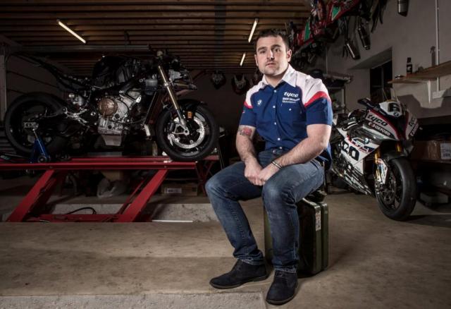 Michael Dunlop tro lai duong dua dau quan cho doi dua TYCO BMW - 3