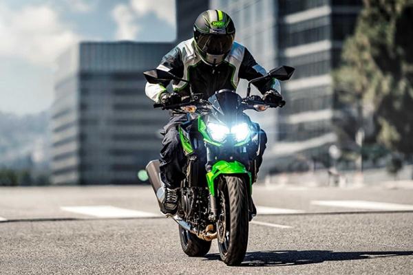 So sanh Honda CB500F VS Kawasaki Z400 2019 - 20