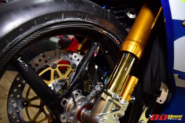 Suzuki GSXR1000 hung than Dragbike thay doi ngoan muc voi dan chan BST Carbon cao cap - 6