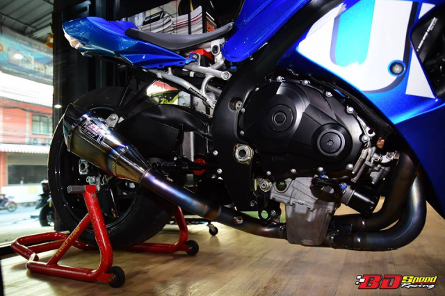 Suzuki GSXR1000 hung than Dragbike thay doi ngoan muc voi dan chan BST Carbon cao cap - 8