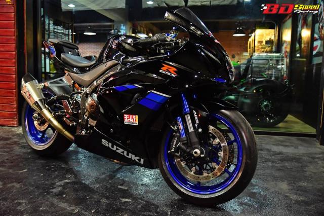 Suzuki GSXR1000 thay doi hoan hao voi tone mau Blue Racing