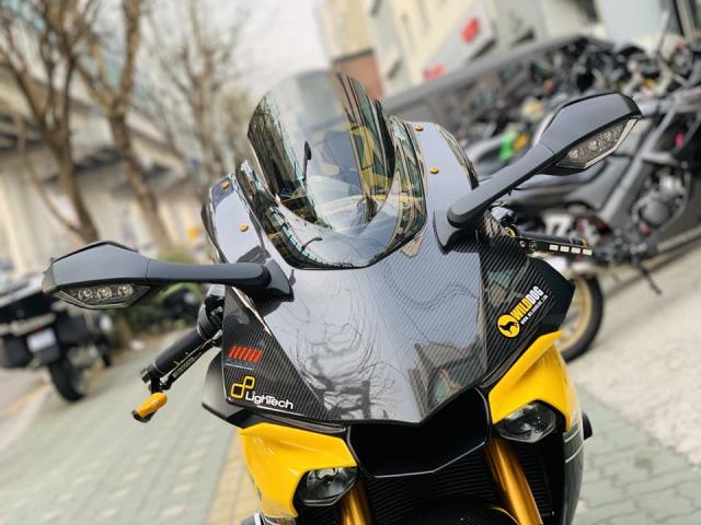 Yamaha R1 phien ban Ca Tre hoa cuong voi dan do cuc chat