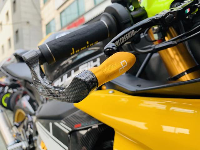 Yamaha R1 phien ban Ca Tre hoa cuong voi dan do cuc chat - 4