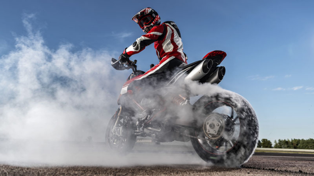 Ducati Hypermotard 950 sap ve VN voi gia ban gan nua ty dong