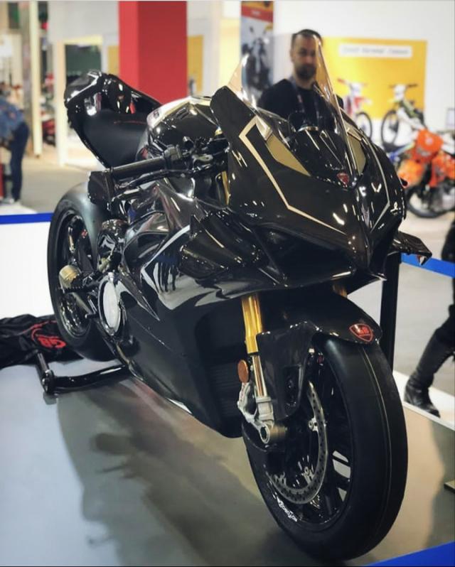 Ducati Panigale V4R Carbon Dinh dang Ca map 2019 voi trang bi full body Carbon