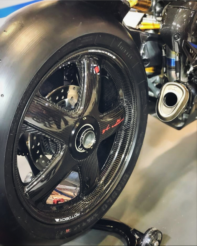 Ducati Panigale V4R Carbon Dinh dang Ca map 2019 voi trang bi full body Carbon - 5