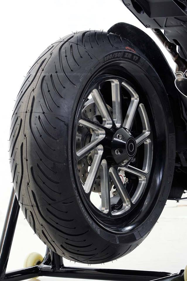 Honda CBR250RR do doc nhat vo nhi voi dan chan gap don Special - 4
