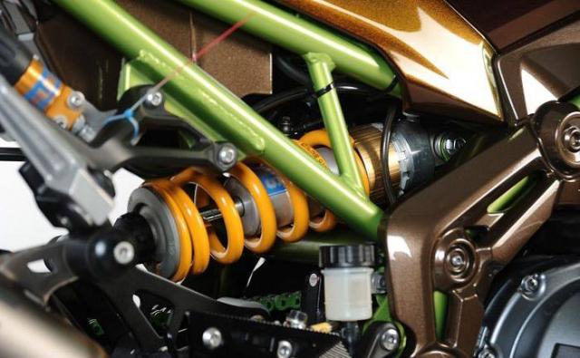 Kawasaki Z900 do tong mau la cung dan do choi sieu khung