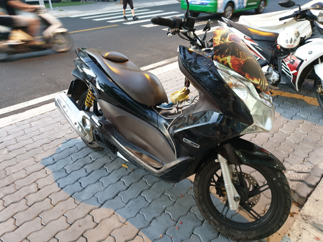 Ban xe PCX doi 2011denchinh chu - 2