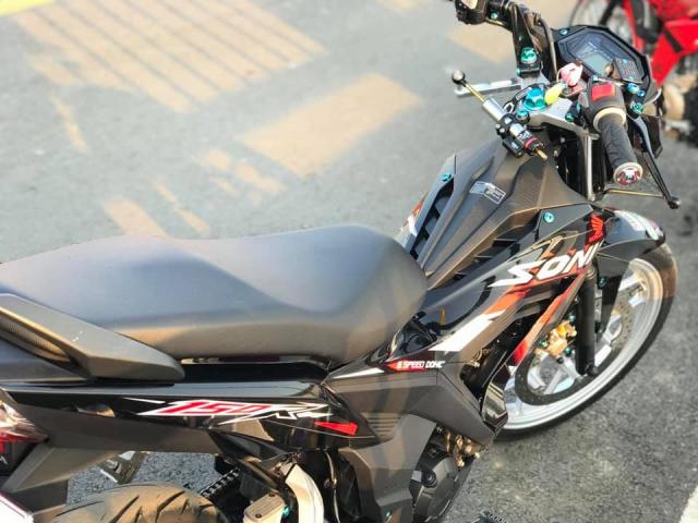 Sonic 150 do bai ban gon gang va day thu vi cua tay choi xe Binh Duong