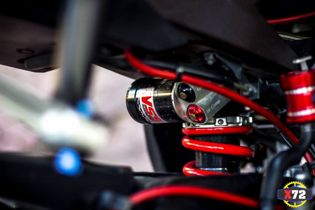 Yamaha R1 do het bai day noi bat voi loat trang bi khung cua Biker xu bien - 11