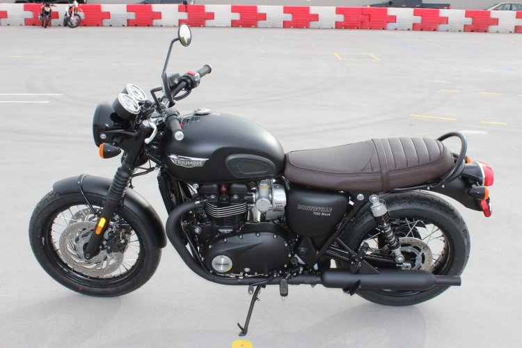 Can ban Triumph BONNEVILLE T120 BLACK 2018 nguyen ban