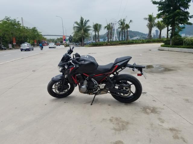 Can ban xe Kawasaki Z650 doi 2018 mau do den