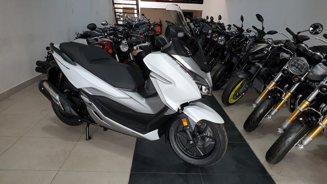 Can canh Honda Forza 300 2019 mau tay ga day ap cong nghe vua ve Viet Nam - 3