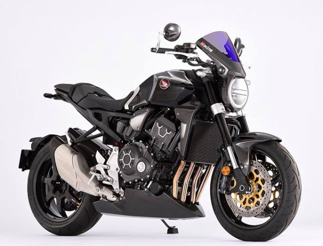 Honda CB1000R do day mau lua voi trang bi full option Carbon - 10