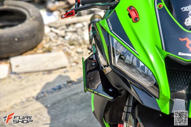 Kawasaki ZX10R do hung bao voi trang bi Winglet Puig dau tien o phien ban duong pho