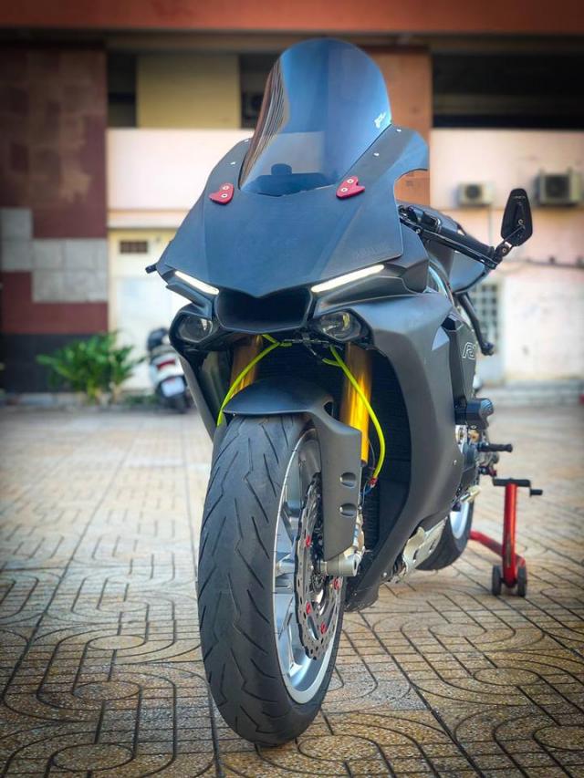 Man nhan voi sieu pham Yamaha R1 mien tay song nuoc don phong cach chay Track - 16
