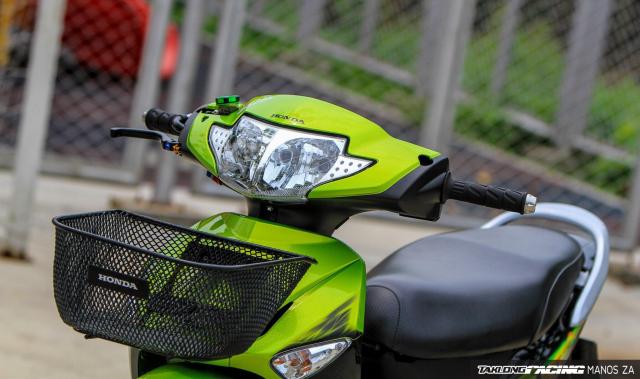 Wave 125 do con ket xanh voi option do choi cang det cua biker Thai