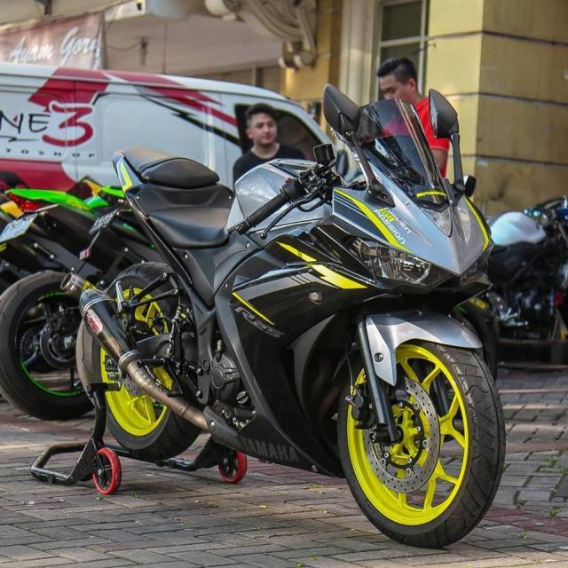 Lot xac Yamaha R25 do theo phong cach Racing vo cung an tuong