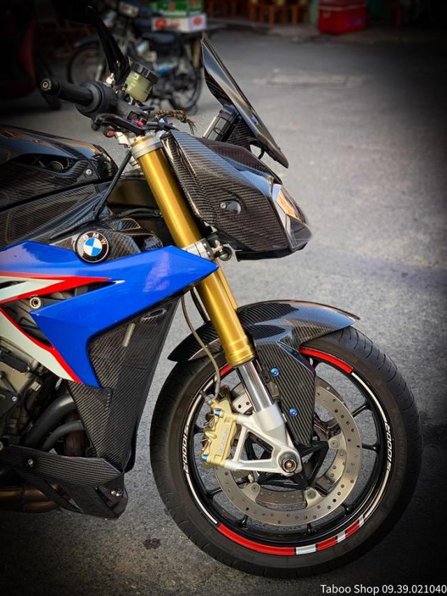 BMW S1000R do full ao Carbon dep me hon cua biker Viet