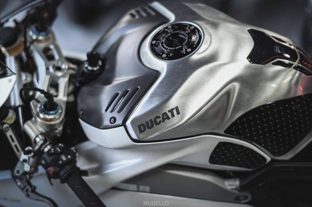 Ducati Panigale V4 S do hoan thien voi phong cach White pearl 2k - 6