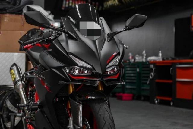Honda CBR250RR do cuc chat voi dan chan nhay cam tui tien