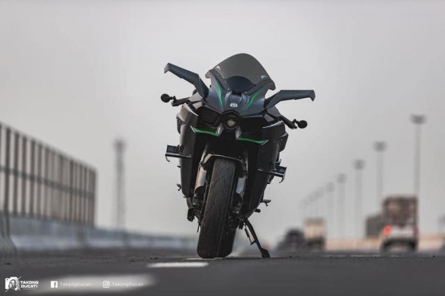 Kawasaki Ninja H2 lot xac thanh phien ban duong dua H2R