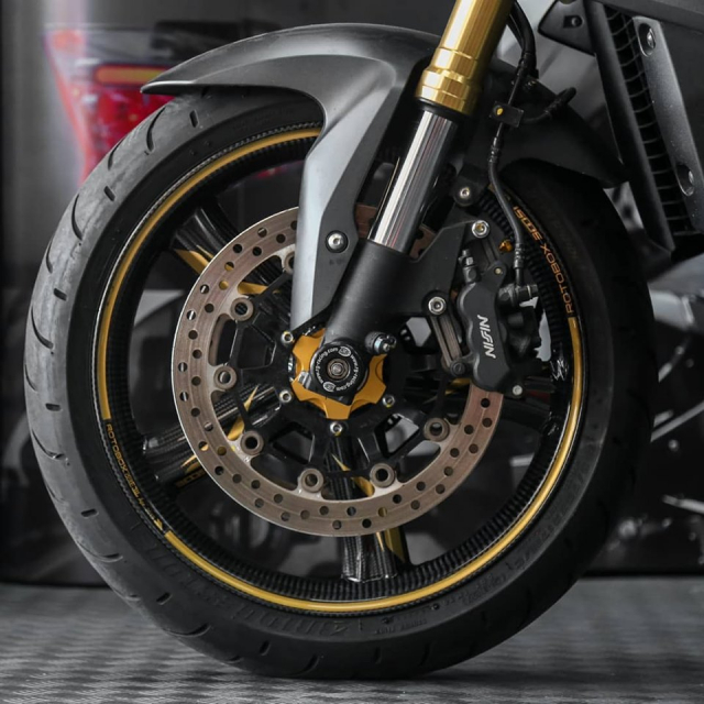 Honda CB1000R do Huyen thoai lang Nakedbike dep lung lay voi dan chan Carbon - 4