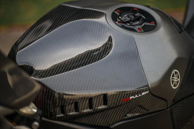 Yamaha R1 do Hung than duong pho luc luong trong dien mao fullblack den tu xu bien - 6