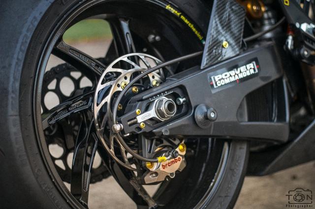 Yamaha R1 do Hung than duong pho luc luong trong dien mao fullblack den tu xu bien - 14