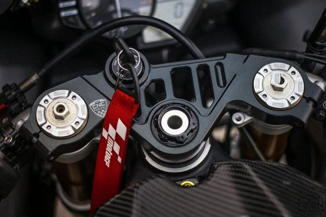 Yamaha R1 do Hung than duong pho luc luong trong dien mao fullblack den tu xu bien - 18