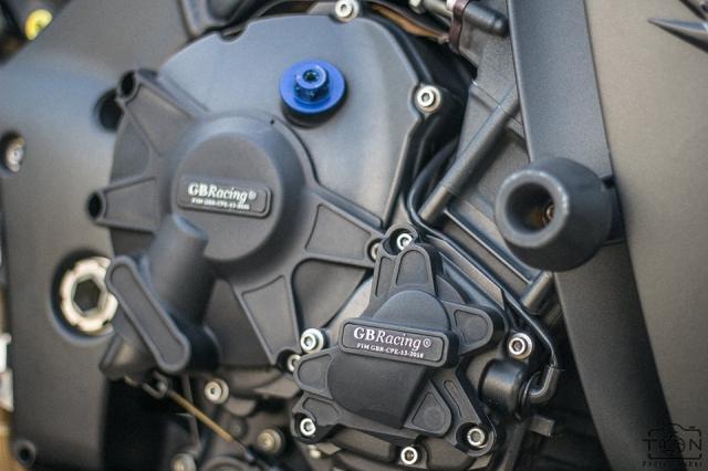 Yamaha R1 do Hung than duong pho luc luong trong dien mao fullblack den tu xu bien - 24